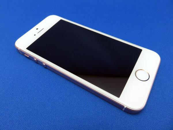 iPhone SEの液晶保護ガラスフィルムを貼り直す