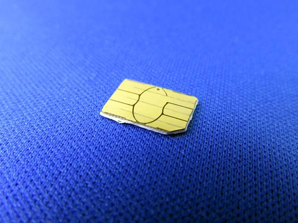 MicroSIMカードを切断してNanoSIMカードとして使う