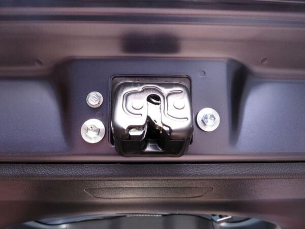 愛車トヨタノア80系にバックドアロックカバーを装着する!